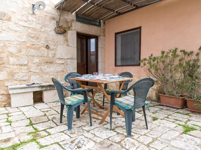 court-yard-apartment-marina-di-ragusa