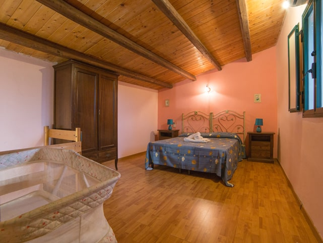 gelsomino-double-bed-baby-cot-apartment